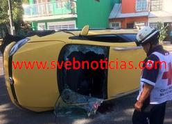Vuelca un auto particular en fraccionamiento Lomas de Río Medio 1 en Veracruz