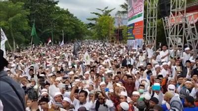 [Foto] Subhanallah...inilah Penampakan Ratusan Ribu Kaum Muslimin dalam Tabligh Akbar 212 di Lombok
