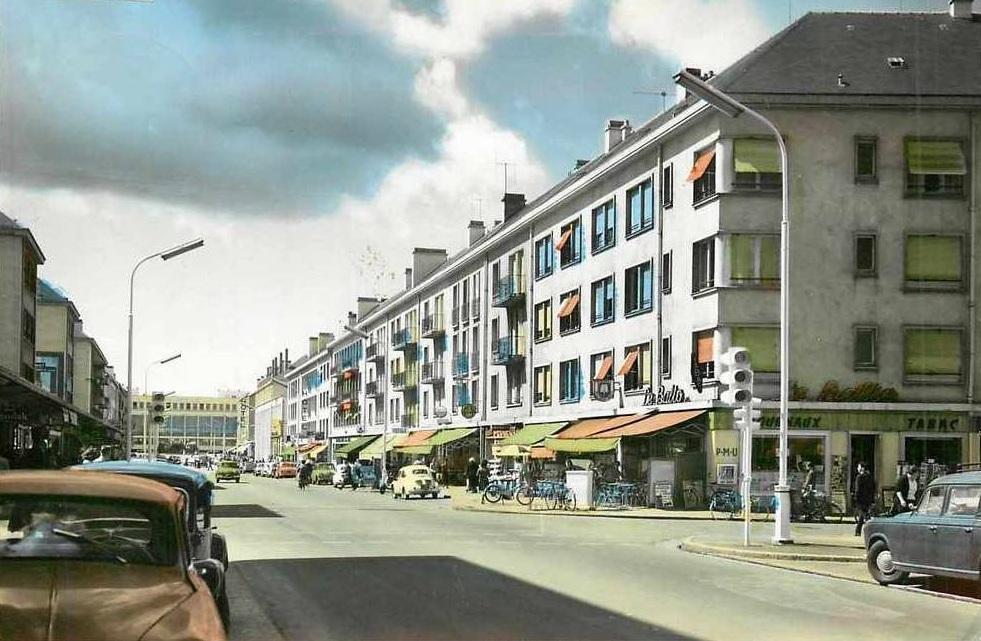 saint nazaire reconstruction d 39 une ville st nazaire avenue de la r publique. Black Bedroom Furniture Sets. Home Design Ideas