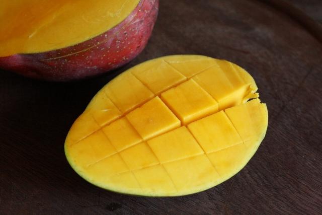 Ensalada de mango con aderezo de mango picante