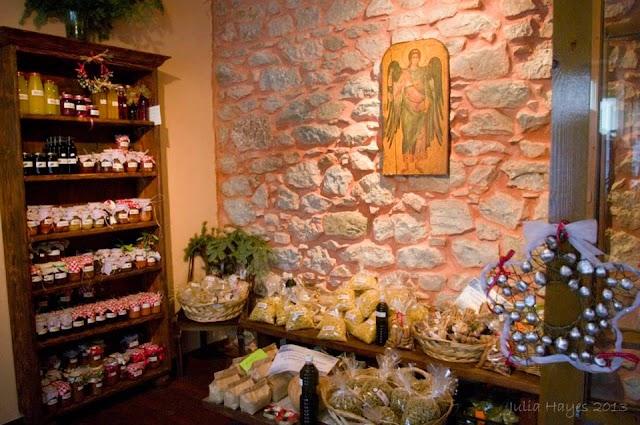 Χριστουγεννιάτικη δωροέκθεση στον Ι.Ν. Αγίου Νικολάου Φιλοπάππου