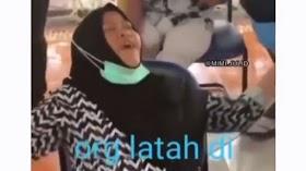 Viral Video Emak-emak Latah Diswab Tes, Nakes Ngakak sampai Enggak Fokus