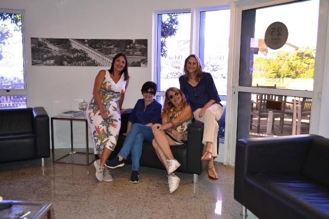 Regina Oki, Lilian Azevedo, eu e a Ana Morize, um pouco antes do voo de helicóptero