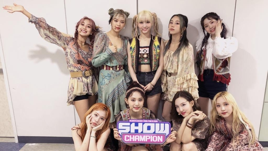 TWICE Got 1st Win for 'MORE & MORE' on Show Champion, Congratulations!