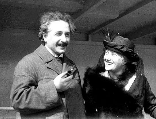 من هم المشاهير الذين عاشوا الحياة السرية الأكثر رعبا؟ قصة حب اينشتاين المخفية | موقع عناكب