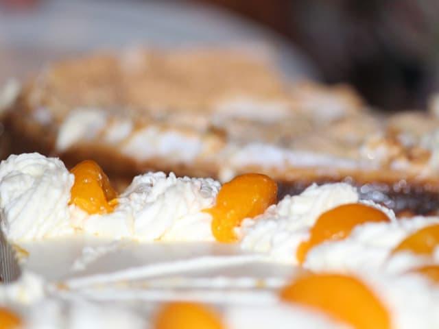 receita de pavê de pêssego com biscoito champanhe e chantilly