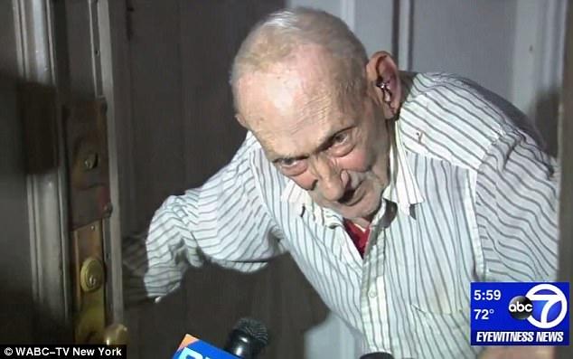 Setelah Pukuli Kakek-kakek Pria Ini Langsung Kualat dan Balasannya Lebih Menyakitkan!