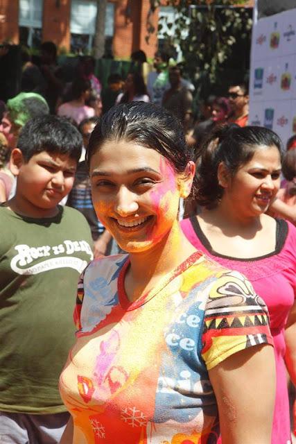 hot actress model Ragini Khanna s TV Playing latest Holi images