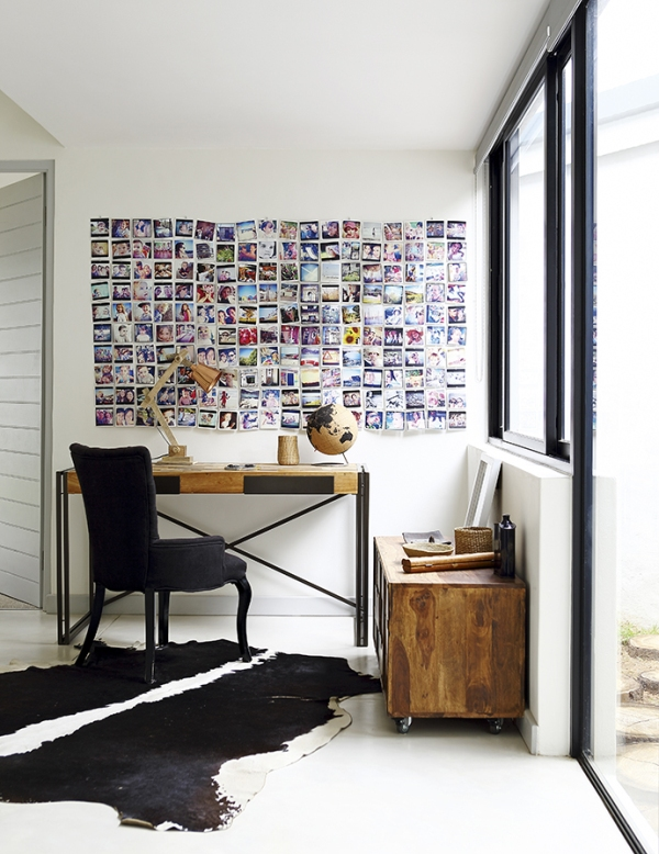 pared decorada con infinidad de fotografias chicanddeco