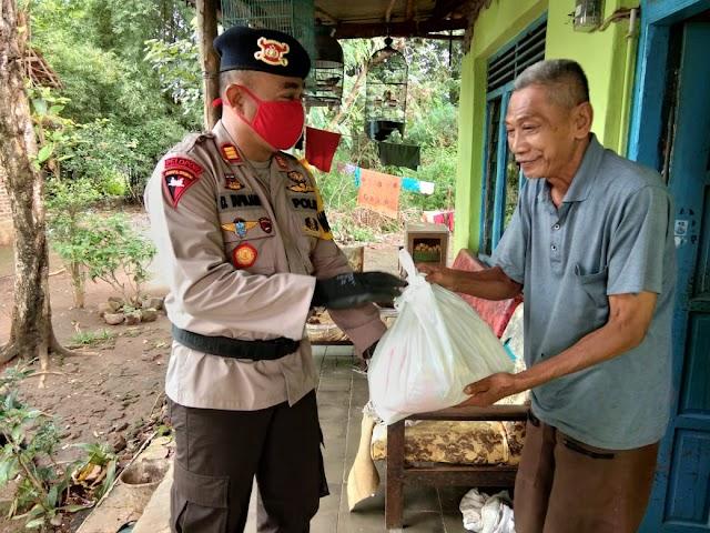 Batalyon C Pelopor Satbrimob Polda Jabar Beri Bantuan Sembako ke Panti Asuhan