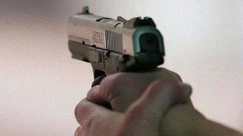 Dacoit shoots himself dead coincidentally during a theft endeavor in Karachi
