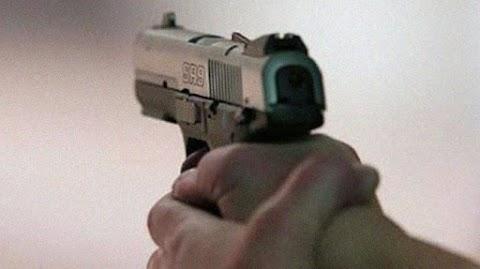 Dacoit shoots himself dead coincidentally during a theft endeavor in Karachi