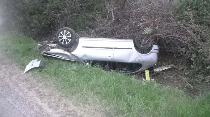 Felborult egy autó Jászberénynél