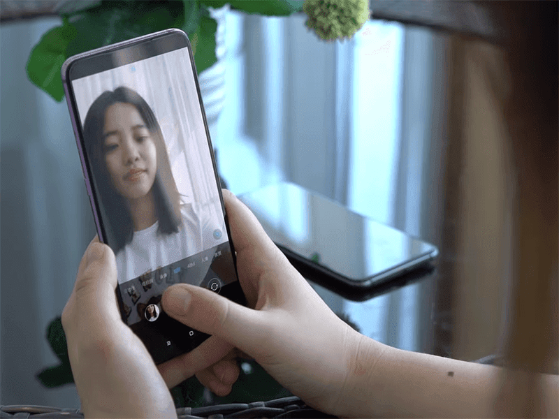 Hidden selfie cam under the screen