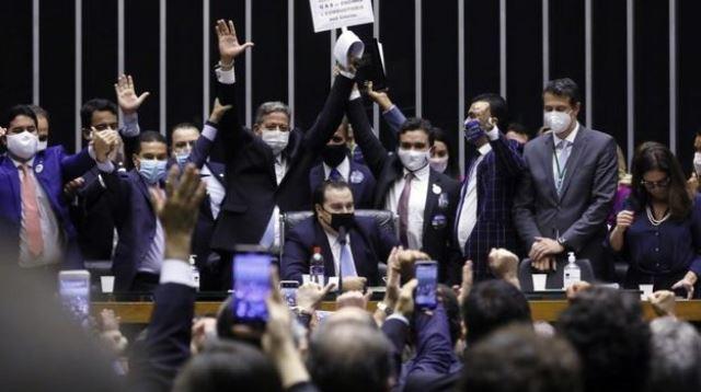 Com Lira, reinado do Centrão começa com as bênçãos de Bolsonaro