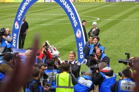 Eddie lifts the ChampionshipTrophy