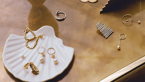 Jewelry Trends for 2020 . Image from kivodaily