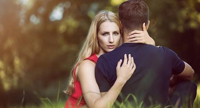 من حركة العين والشفايف..كيف تتعرف على رأي شريك حياتك فيك؟