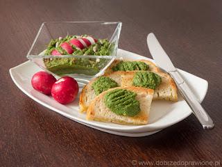 Pesto z liści czerwonej rzodkiewki i nasion słonecznika
