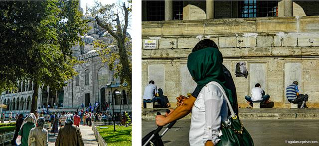 Fiéis chegando para a prece na Mesquita Azul e na Mesquita nova, em Istambul