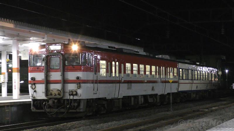 会津若松駅に到着するキハ47系