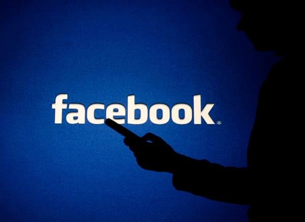 سيزيل Facebook المعلومات الخاطئة عن لقاح COVID-19