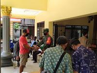 Monitoring Kegiatan di Desa Binaan , Babinsa Kodim 0802/Ponorogo Ajak Warga Untuk Tidak Bosan Patuhi Protokol Kesehatan