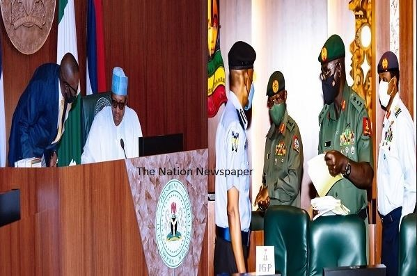 Breaking News: Buhari Blasts His Service Chiefs, Says 'Your Best Is Not Good Enough'