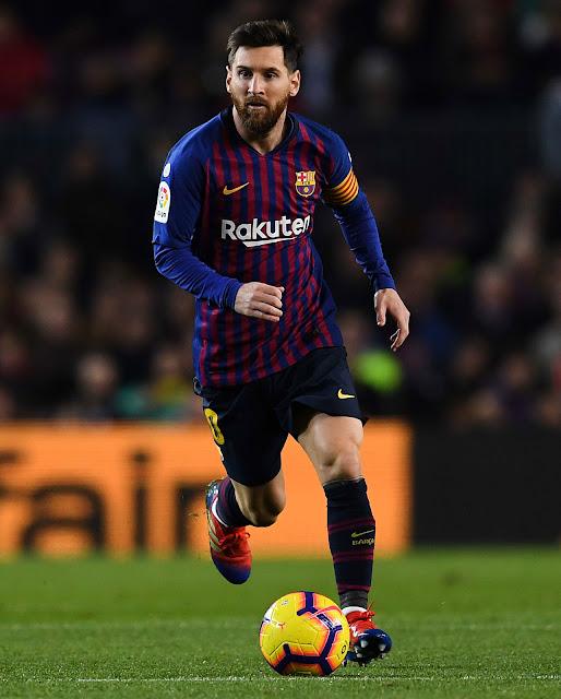 """لاعب كرة القدم الأرجنتيني الملقب بالـ """" البرغوث """" لاعب نادي برشلونة الاسباني"""