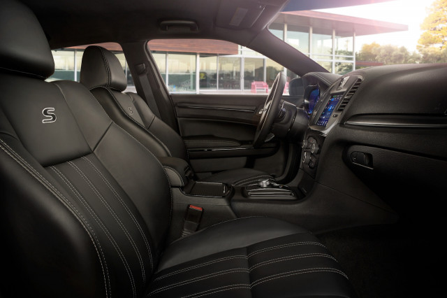 2022 Chrysler 300 Review