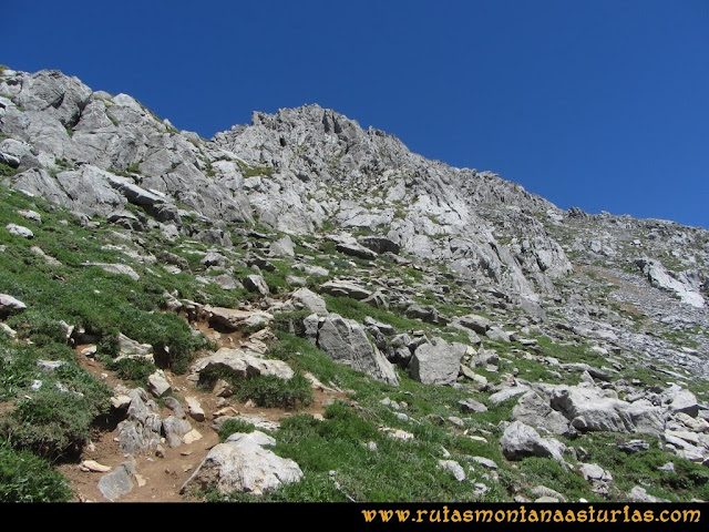 Ruta Tuiza de Arriba-Peña Ubiña: Inicio ascensión cara sureste
