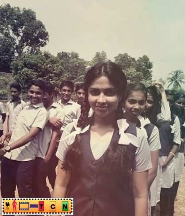 amala-paul-school-days-photo-gone-viral