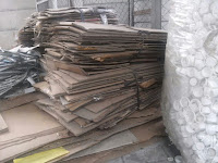 Alat pengepress sampah kertas karton