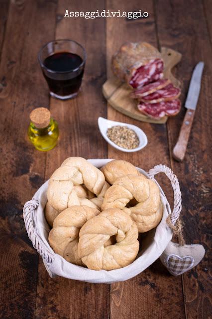 Taralli di Venafro con olio e semi di finocchio