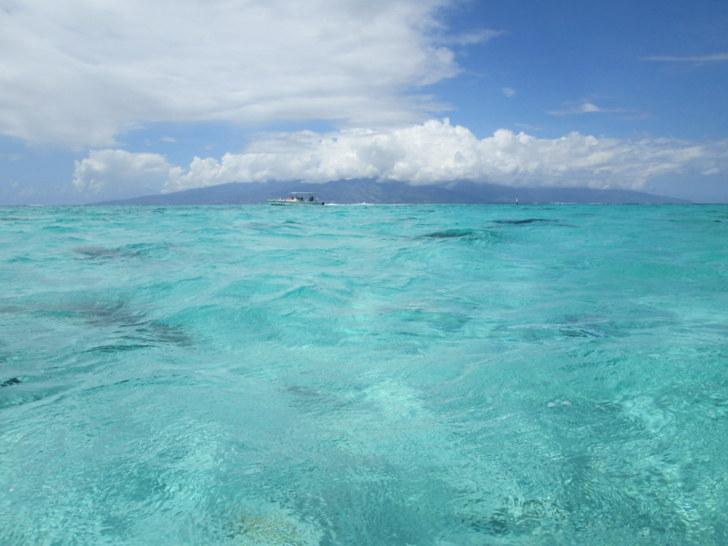 Tahiti vue depuis le lagon de Moorea