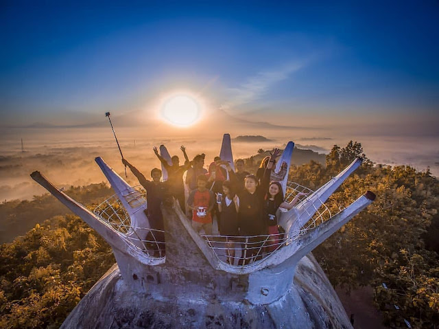 Spot Wisata Sunrise Terbaik Di Magelang -  Sunrise di Gereja Ayam Bukit Rhema