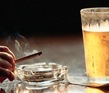 図:酒とタバコ