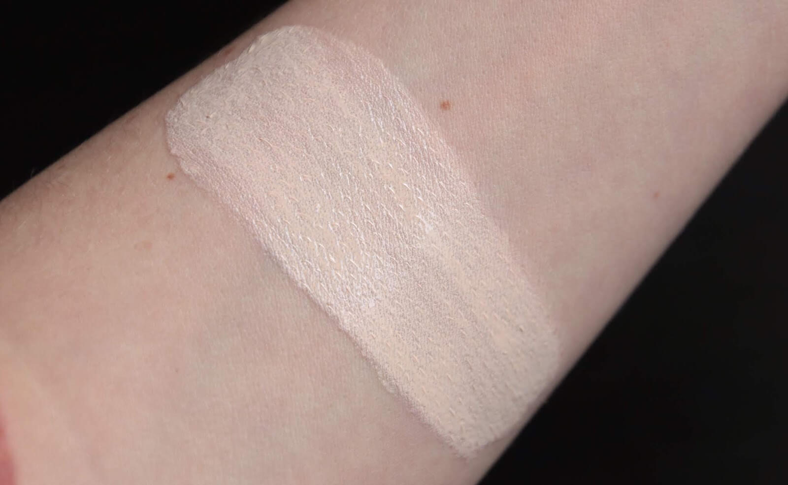 Pat Mc Grath Skin Fetish Light 2 Swatch