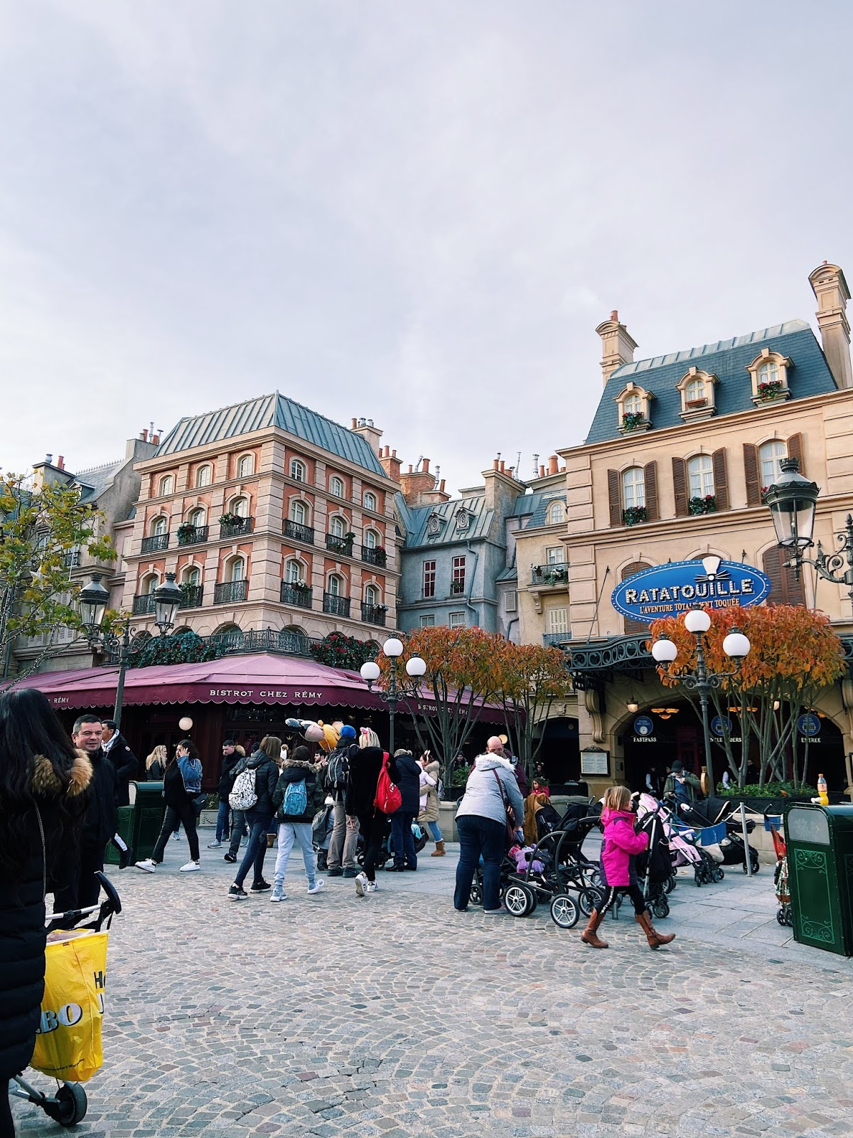 24 hours in Disneyland Paris - see the stars