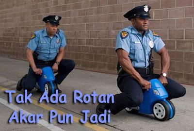gambar polisi naik motor lucu