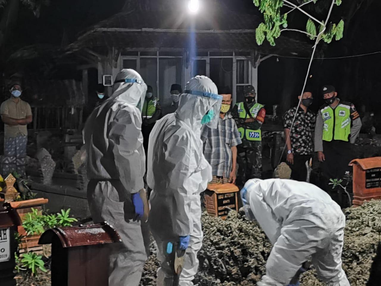 Terkonfirmasi Positif, Warga Kecamatan Guntur Dimakamkan Dengan Protokol Covid-19