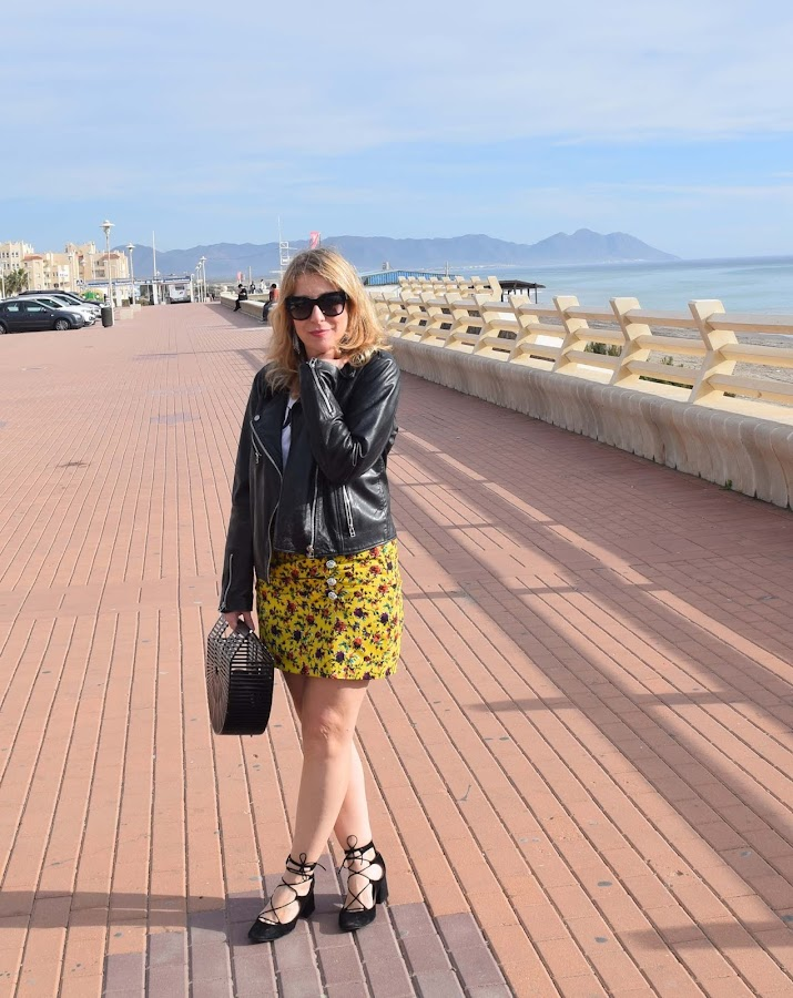 Sunny_november_skirt_biker_look