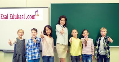 guru yang menginspirasi siswa / esaiedukasi.com