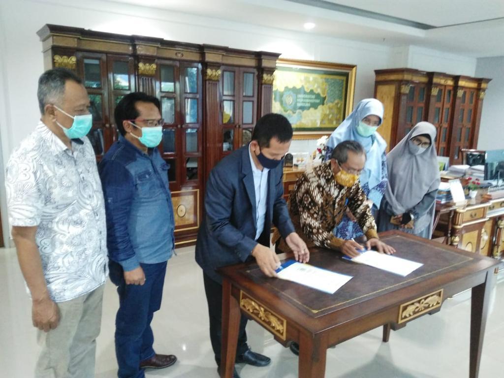 Penandatangan MoU antara UMBdg dengan KADIN Kota Bandung