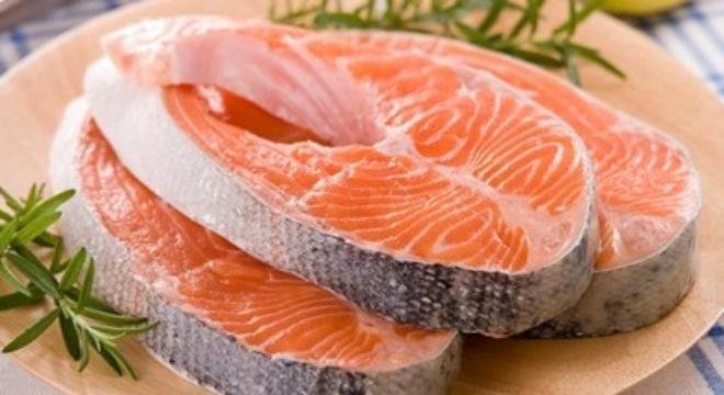 Cá hồi Na Uy bị phát hiện có chứa chất gây nguy hiểm cho sức khỏe.