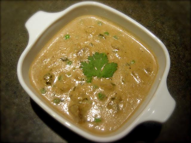 Healthy Mushroom & Peas in Cashew Gravy