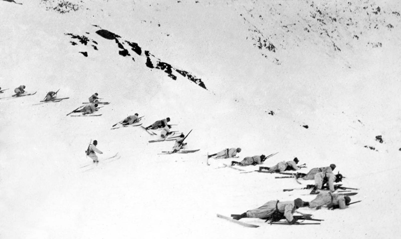 Italian troops on skis advance on Austrian forces in the Julian Alps. 1916.