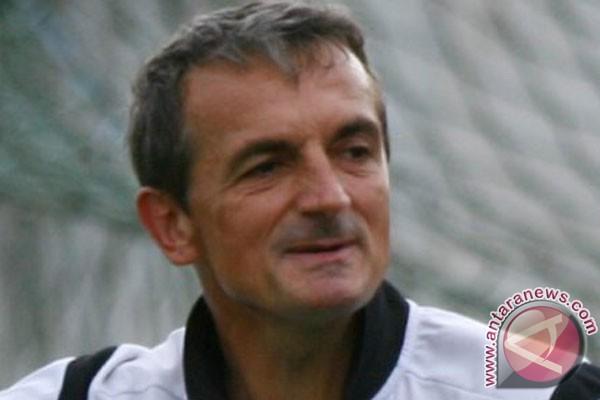 Pelatih Arema Cronus di Torabika Soccer Championship tahun 2016, Milomir Seslija. (sumber foto : antaranews.com)