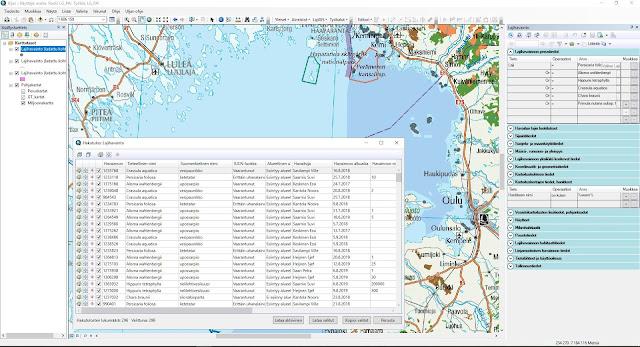 Pohjalla kartta, jossa uhanalaishavainnot, päällä auki ominaisuustietoikkuna ja kyselyn tulos, 296 löydettyä lajia