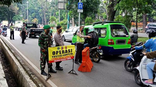 Operasi prokes di depan Mapolsek Bogor Timur, Jalan pajajaran, Kecamatan Bogor Timur, Selasa (24/11/2020).